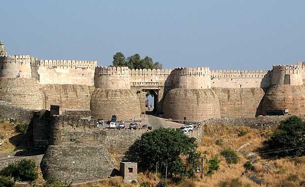 Kumbalgarh-Fort-gates