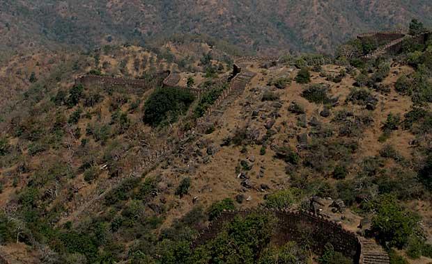 Kumbalgarh-Fort-wall-line
